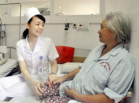 Điều dưỡng viên cũng rất cần đến kỹ năng giao tiếp
