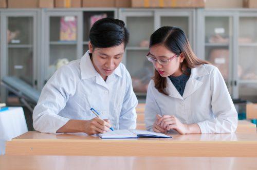 Làm thế nào để sinh viên Cao đẳng Dược ra trường có việc làm ngay?